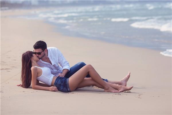 Được biết, lễ thành hôncủa cặp đôi sẽ diễn ra vào ngày 30/7 tại một resort cao cấp ởĐà Nẵng với không gian bãi biển trong buổi chiều hoàng hôn thơ mộng. - Tin sao Viet - Tin tuc sao Viet - Scandal sao Viet - Tin tuc cua Sao - Tin cua Sao