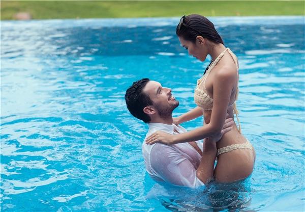 Bởi tình yêu lãng mạn chân thành của một siêu mẫu đắt giá và một giáo viên tiểu học đã chinh phục được rất nhiều các fan hâm mộ vẫn dõi theo cuộc tình của cặp đôi từ lúc họ hẹn hò, đính hôn rồi tổ chức đám cưới - Tin sao Viet - Tin tuc sao Viet - Scandal sao Viet - Tin tuc cua Sao - Tin cua Sao