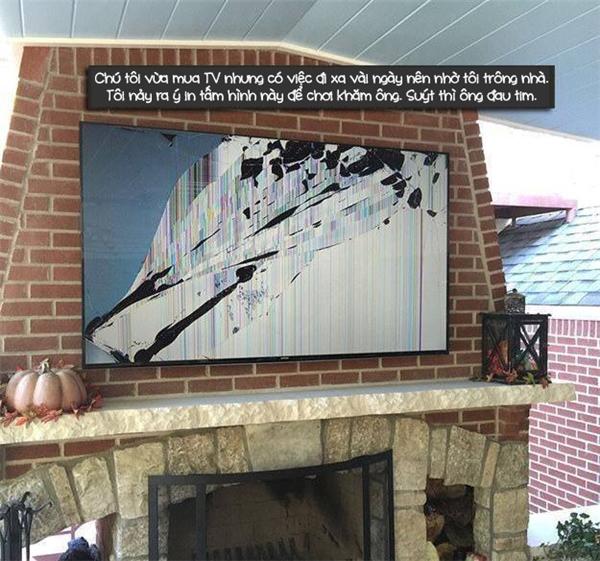 Ông chú về nhà phát hiện chiếc TV đắt tiền trong tình cảnh này thật may phước vì chưa đau tim mà chết.