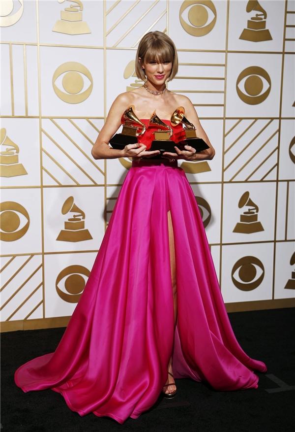 Cống hiến nhiệt tình, cái tên Taylor Swift càng quét các bản xếp hạng từ ngay khi xuất hiện.