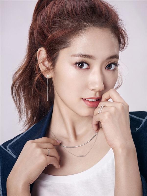 """Vượt mặt Song Joong Ki, Park Shin Hye trở thành """"bà hoàng quảng cáo"""""""