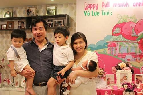 Nữ MC xinh đẹp hạnh phúc với gia đình nhỏ của mình.