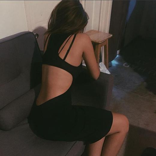 Cô thường xuyên khoe dáng ngọc sau những trang phục cut out táo bạo.