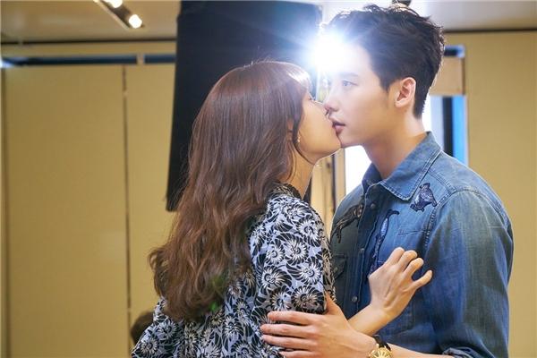Han Hyo Joo khẳng định hôn Lee Jong Suk nhiều nhất từ trước đến nay