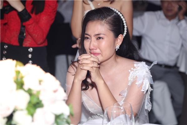 Nhận được món quà bất ngờ, Ngọc Lan đã khóc trong niềm vui và hạnh phúc. - Tin sao Viet - Tin tuc sao Viet - Scandal sao Viet - Tin tuc cua Sao - Tin cua Sao