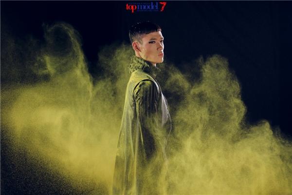 Ý tưởng này được mượn từ Next Top Model phiên bản Ba Lan mùa giải thứ 5. Theo đó, các thí sinh xuất hiện trong nhiều khung ảnh khác nhau với: nước, lửa, khói… cùng nhiều màu sắc nổi bật, bắt mắt. Ekip chương trình đã tốn 3 ngày ghi hình liên tục để hoàn thành kịp tiến độ.