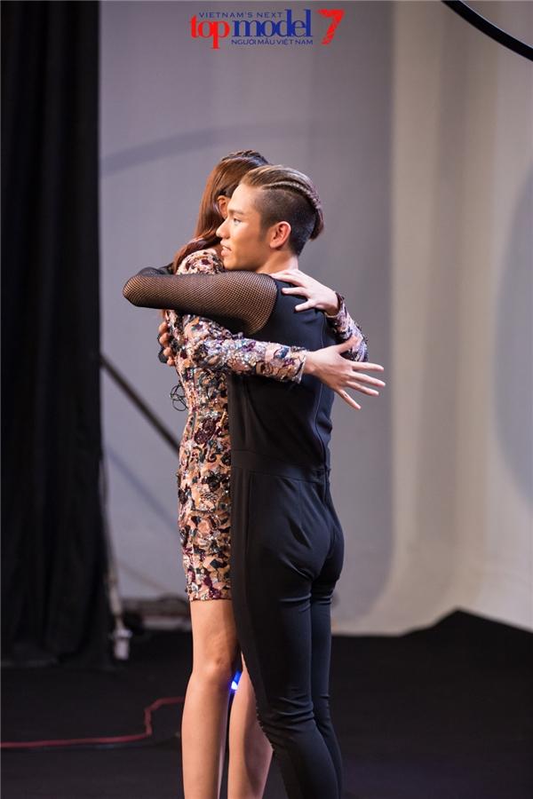 Với phần thể hiện một màu, không có sự cố gắng và không làm chủ được cơ thể, 2 thí sinh Phạm Gia Long và Thùy Dung phải chia tay cuộc đua trở thành quán quân Vietnam's Next Top Model 2016.