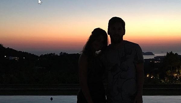 Sau những thử thách của tuổi trẻ, Messi và Antonella luôn ở bên nhau