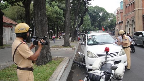 Cần nắm rõ các biển báo, tín hiệu giao thông khi điều khiển phương tiện tham gia giao thông. (Ảnh: internet)
