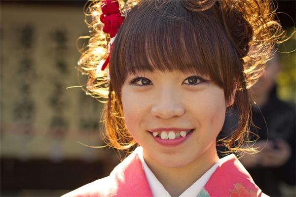 Đối với phụ nữ Nhật,có chiếc răng khểnh, nụ cười họ sẽ trông duyên hơn rất nhiều.