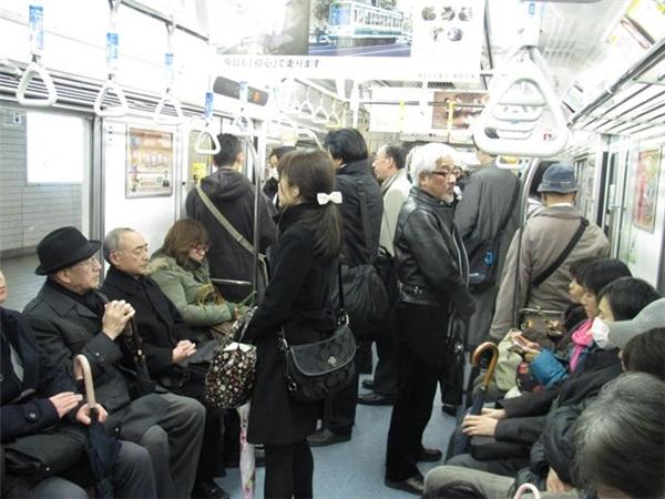 Người Nhật không muốn thừa nhận rằng mình đã già yếu và cần đến một chiếc ghế nhượng.