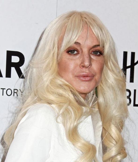 2012, trông Lindsay không khác gì một phụ nữ trung niên với làn da bị tàn phá khủng khiếp bởi ma túy và rượu.