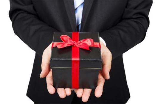 Quà tặng nhưmột lời cảm ơn các đồng nghiệp đã làm giúp công việc của họ trong những ngày nghỉ.