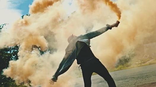 Không khó để nhận ra màn khói màu của Sơn Tùng… - Tin sao Viet - Tin tuc sao Viet - Scandal sao Viet - Tin tuc cua Sao - Tin cua Sao