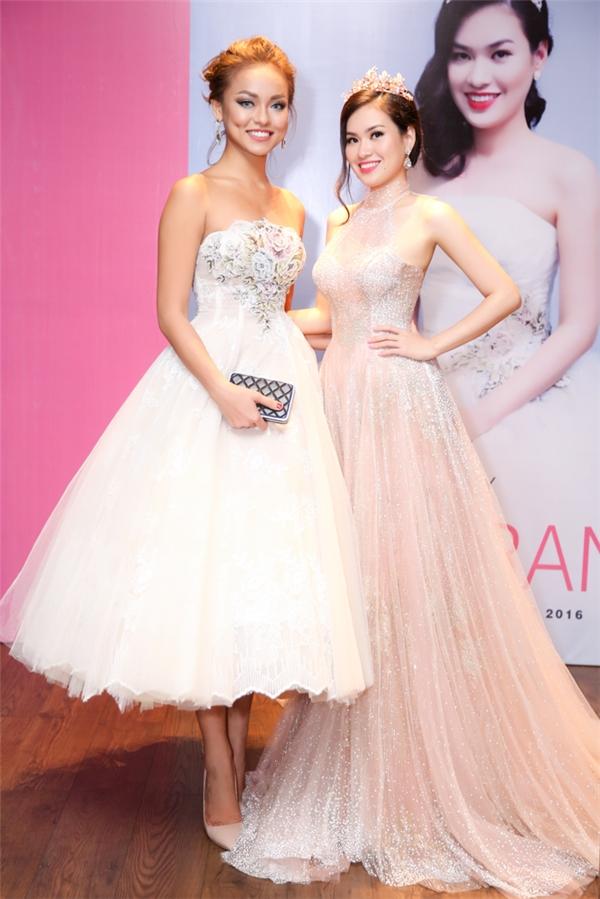 Mới đây, dù đang bận rộn với công việc nhưng Mai Ngô vẫn dành thời gian đến chung vui cùng Hoa hậu Diễm Trần sau khi người đẹp này đạt được danh hiệu Hoa hậu Thế giới Việt Nam tại Mỹ.