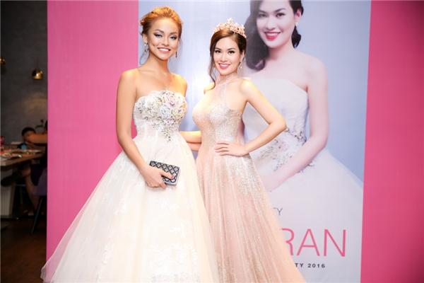 Hoa hậu Diễm Trần quê gốc ở Quy Nhơn, Bình Định. Cô theo học ngành tài chính tại trườngCalstate Fullerton và đã có bằng cử nhân.
