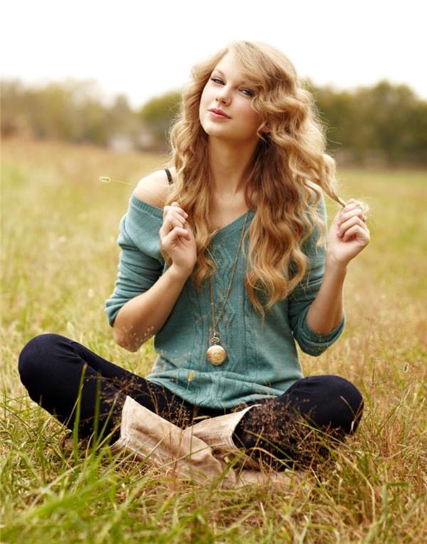 """Hình ảnh mộc mạc, giản dị của Taylor vào những ngày đầu tiên """"tấn công"""" showbiz. (Ảnh: Internet)"""
