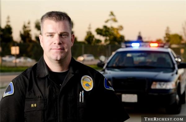 Trên thực tế, cảnh sát là một trong những nghề có tỉlệ tử vong cao nhất bởi đây là một nghề nguy hiểm, thường phải đối mặt với những tên tội phạm, người biểu tình,...