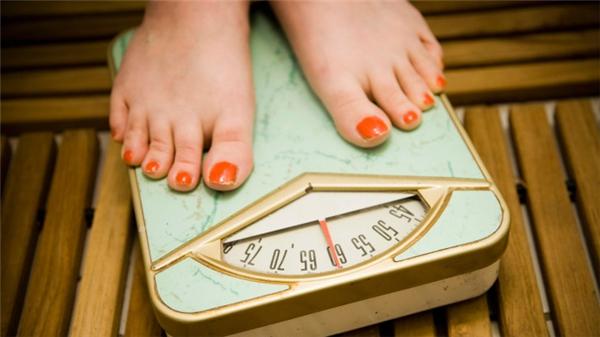 """Ngoại hình, cân nặng hay kích cỡ của người khác không phải là thứ để thể hiện sự """"hài hước"""" của bạn. (Ảnh: Internet)"""