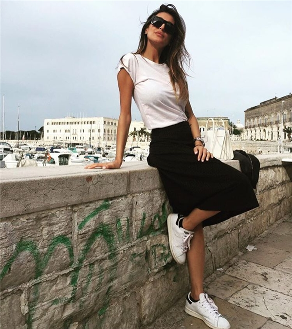Bên cạnh đó,thời trang đời thường của Buccino cũng rất giản dị nhưng không kém phần khỏe khoắn, năng động.