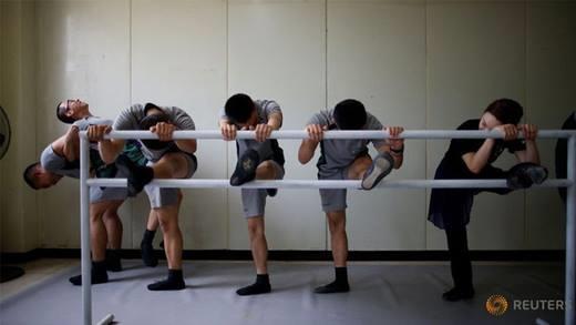 Quân đội Hàn Quốc học múa ba lê để giải trí