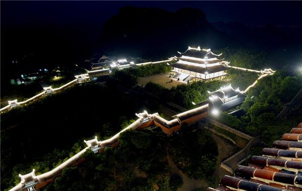 Du lịch Ninh Bình - Cận cảnh Bảo tháp cao nhất Đông Nam Á tại Việt Nam