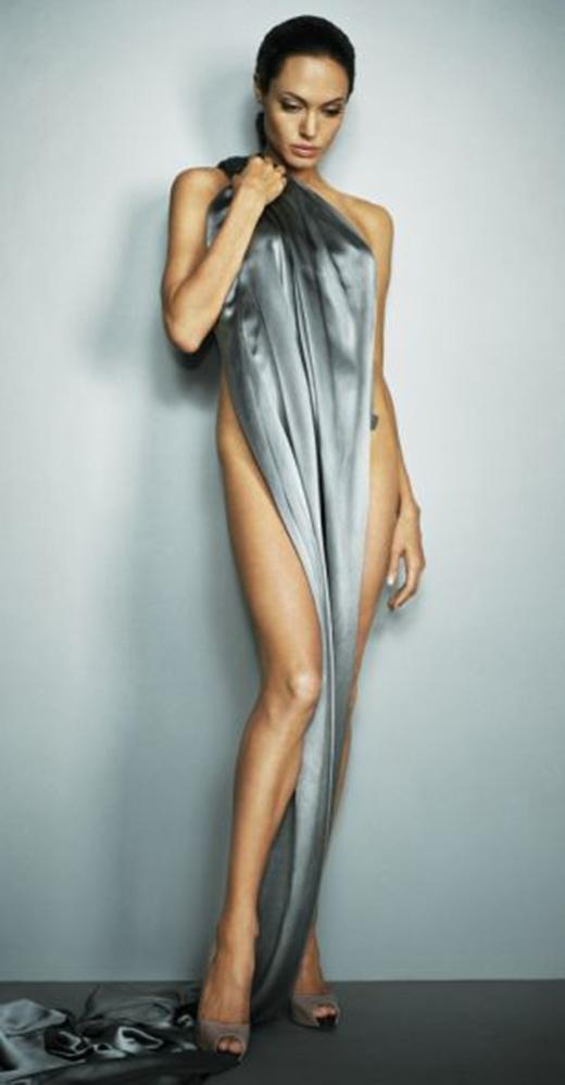 Phía sản xuất đã tìm kiếm một người đóng thế có thân hình giống với Angelinatrong Wanted (2008).