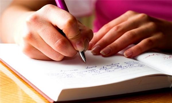 #4 Càng thông minh, người ta càng có xu hướng suy nghĩ nhanh hơn, do đó chữ viết cũng tháo và xấu hơn.(Ảnh: Internet)