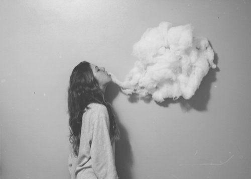 #23 Ở một mình quá lâu có hại cho sức khỏe tương đương với việc hút liên tục 15 điếu thuốc trong 1 ngày.(Ảnh: Internet)
