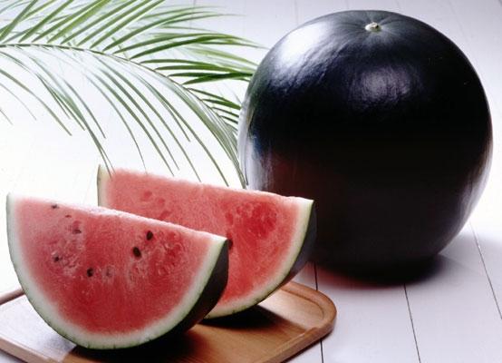 Dưa hấu đen Densuki đượcngười Nhật xem là vua các loại dưa hấu.