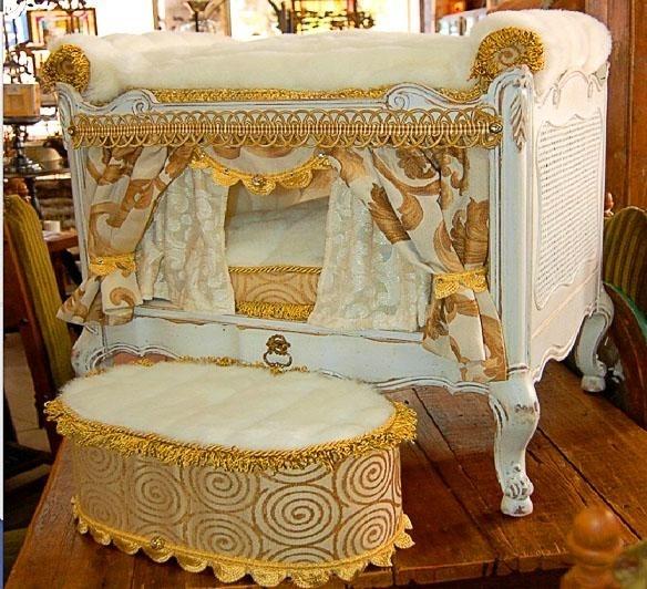 """""""Đây mới là kiểu giường hoàng gia đây này..."""". (Ảnh Internet)"""