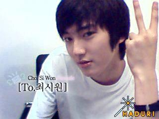 """Chả trách vì sao khi mới ra mắt, Siwon đã sớm là thành viên đình đám nhất Super Junior. Lúc nhỏ anh đã rất """"xinh trai"""" nhưng cũng rất phong độ, lãng tử."""