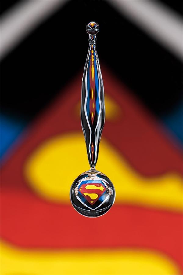 Chỉ cần đúng khoảnh khắc, bạn sẽ có 1 khối cầu Superman.