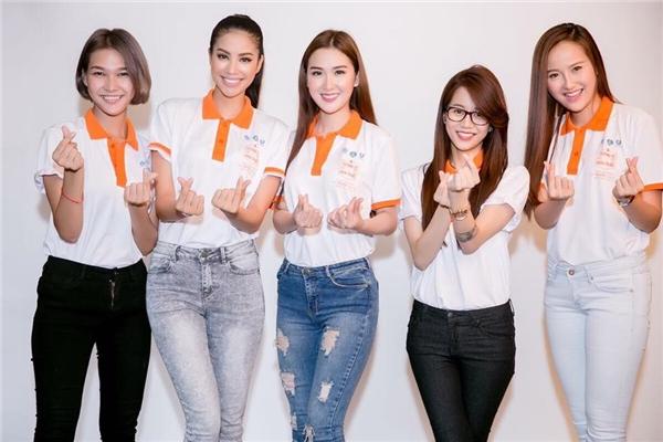 5 cô gái vui vẻ rạng rỡ chụp hình cùng nhau, xóa tan tin đồn bất hòa. - Tin sao Viet - Tin tuc sao Viet - Scandal sao Viet - Tin tuc cua Sao - Tin cua Sao