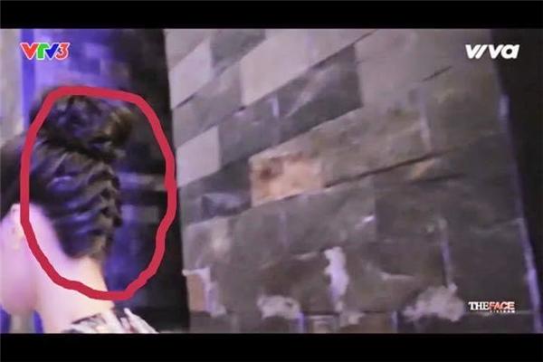 Kiểu tóc không đồng nhất khiến Lan Khuê bị nghi ngờđang diễn kịch.