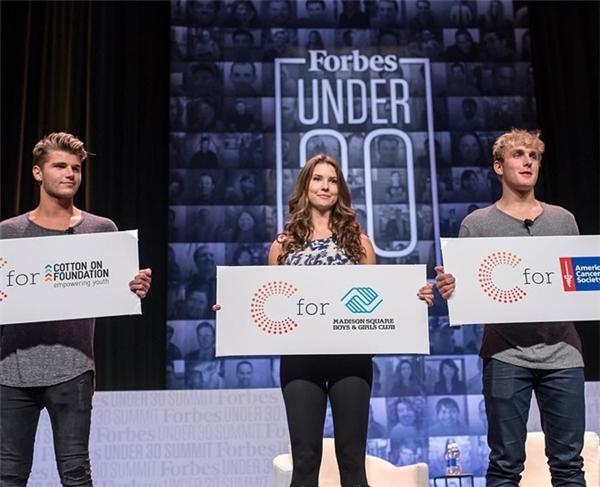 Amanda và Jake được mời phát biểu tại buổi trao giải Forbes 30 Under 30 và lập quỹ học bổng cho những học sinh có tài năng nghệ thuật vào năm 2015.