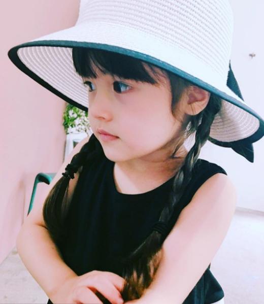 Bé gái có gương mặt thiên thần