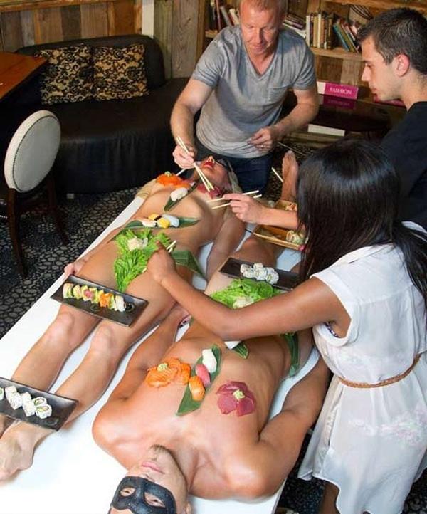 Có một số qui tắc nhất định dành chongười mẫu sushi khỏa thân nam khác xa với nữ.