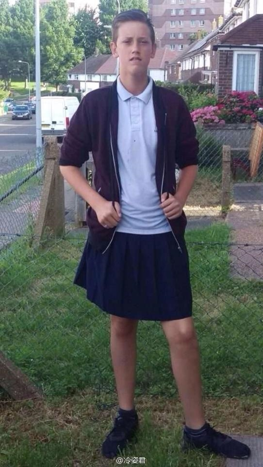 mặc váy đi học