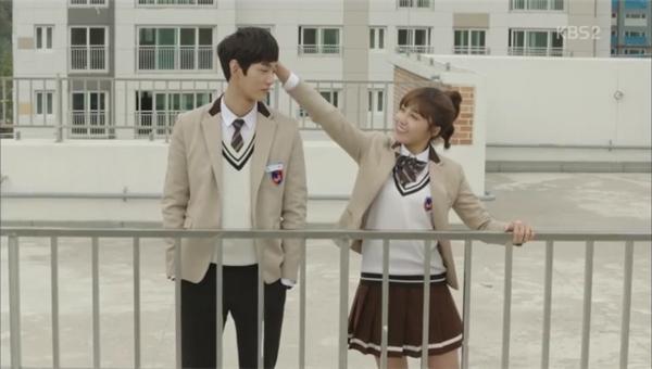 Trong Sassy Go Go, Jung Eun Ji cũng đã làm như thế với Lee Won Geun.