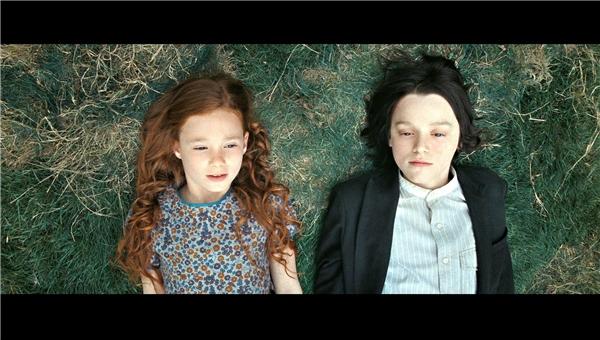Thời thơ ấu tuyệt đẹp của Lily và Snape.(Ảnh: Internet)