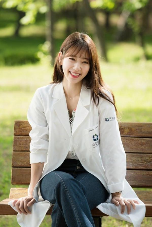 Park Shin Hye vào vaiYoo Hye Jungtrong Doctors. (Ảnh: Internet)