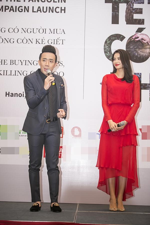 Thu Minh, Phạm Hương tay bắt mặt mừng, rạng rỡ giữa