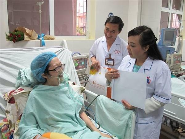 Kể cả khi nằm trong bệnh viện, cố gắng chống chọi bệnh tật, nữ Thiếu úy trẻ này vẫn luôn lạc quan vui tươi.