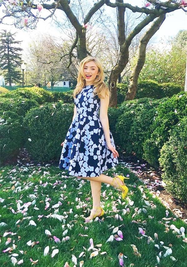 Peyton yêu thích phong cách thời trang giản dị, thoải mái. Vì thế, cô không quá cầu kỳ khi chọn lựa trang phục. Tuy nhiên, vẻ giản dị đó luôn thu hút sự chú ý của giới truyền thông, cũng như chiếm được cảm tình của cộng đồng mạng, đặc biệt là các bậc phụ huynh.