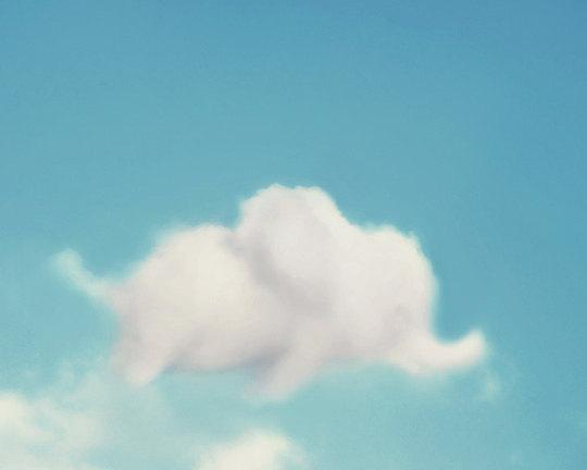 Một chú voi nhỏ nhởn nhơ dạo chơi trên bầu trời.(Ảnh: Internet)