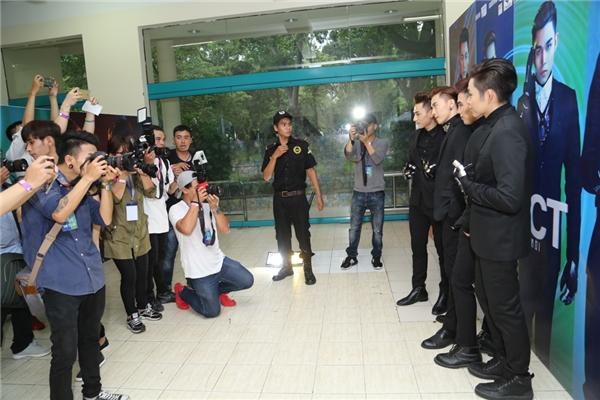 Vì là liveshow cuối cùng của nhóm 365 nên khá đông báo chí, truyền thông đã đến mặt để ghi lại những khoảnh khắc đáng nhớ. - Tin sao Viet - Tin tuc sao Viet - Scandal sao Viet - Tin tuc cua Sao - Tin cua Sao