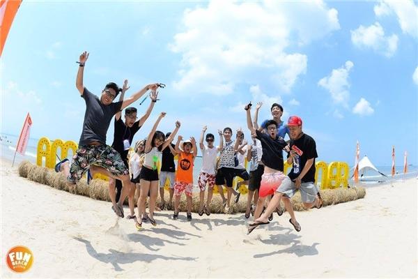 Backdrop chủ đề lễ hội Amazing Summer tại bãi biển.