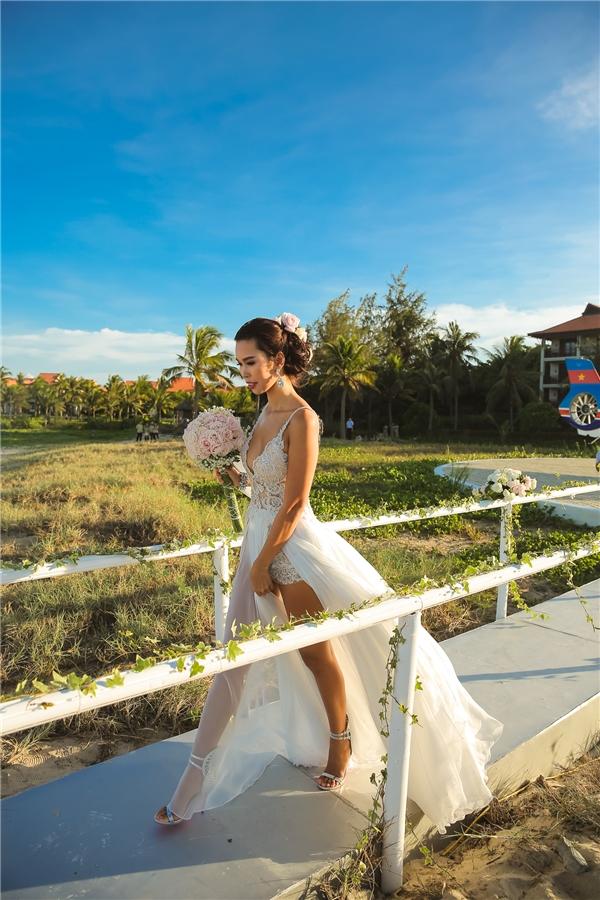 Thay vì chọn cách tổ chức truyền thống, cặp đôi sử dụng không gian ngoài trời độc đáo vàtrên một trong những bãi biển đẹp nhất thế giới. - Tin sao Viet - Tin tuc sao Viet - Scandal sao Viet - Tin tuc cua Sao - Tin cua Sao