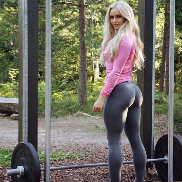11. Anna Nyström sở hữu mái tóc vàng và màu mắt xanh đậm chất Thụy Điển. Ngoài 2,9 triệu fan trên Instagram, Nyström còn có hơn 2,8 triệu người theo dõi trên Twitter. Cô thường đăng ảnh tạo dáng trong trang phục gym, video tập yoga. Cô gái đến từ Stockholm cũng chăm chỉ viết blog chia sẻ thói quen ăn uống, hướng dẫn tập luyện...